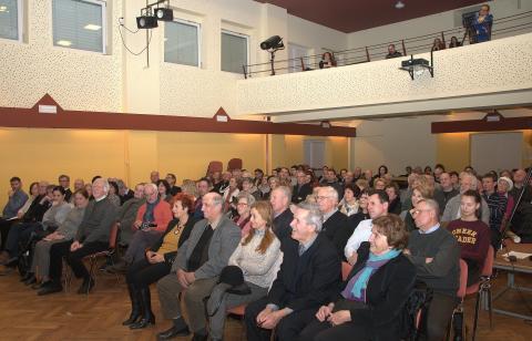 Prijatelji, ki so praznovali z Mavrico, so napolnili radomeljsko dvorano.